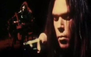 neil-young-cowgirl-in-the-sand-live-1971